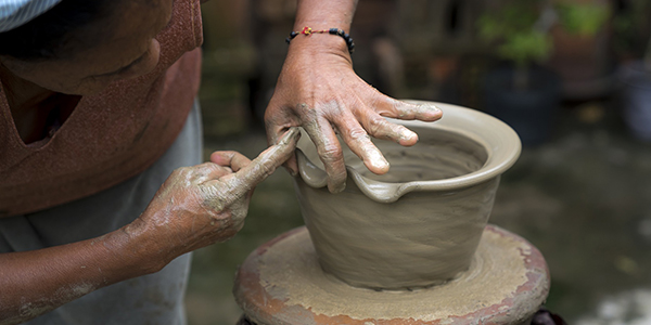 Craftsman who works the clay